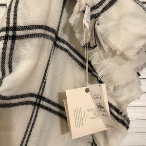 LOFT Accessories - LOFT Cream/Window Pane Pattern Scarf Wrap